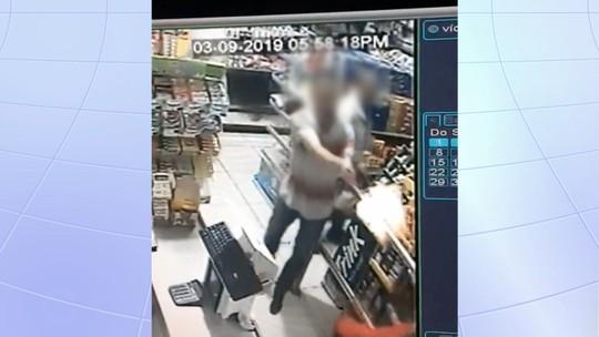 Vídeo mostra momento em que PM de folga reage a roubo em padaria e mata assaltante