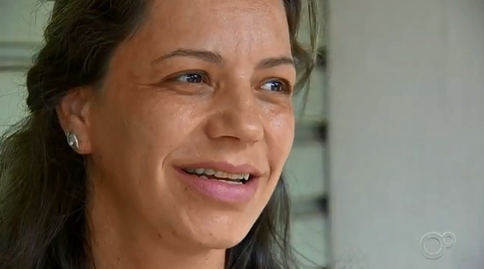 Patricia é professora, está gravida de nove meses e mesmo assim compareceu para o cadastramento — Foto: Reprodução/TV Tem