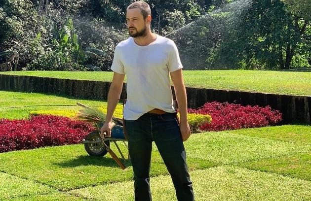 """Sergio Guizé: """"Espero um ano de respeito mútuo entre a humanidade e a Terra. Por ora, vou seguindo o longo caminho interno até encontrar Ernesto, personagem incrível que ajudará a desvendar as histórias da série 'Mal secreto'"""" (Foto: Reprodução)"""
