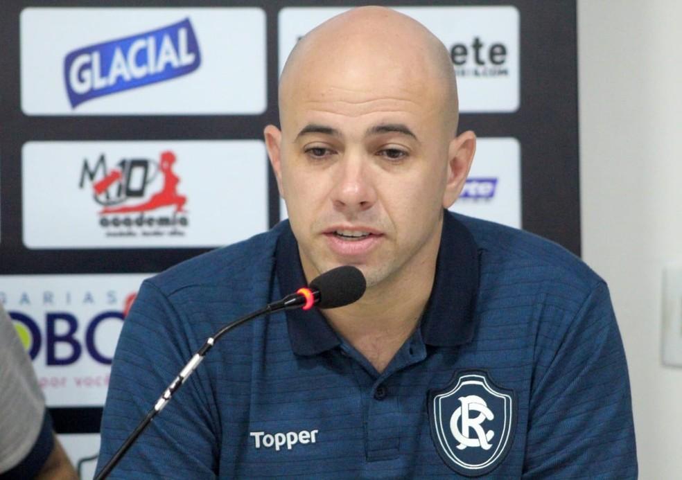 Dirson Neto e restante da diretoria de futebol monitoram oportunidades de mercado constantemente — Foto: Samara Miranda/Remo