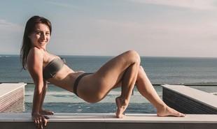 Linda Gomes trabalha como modelo para uma marca de biquínis | Reprodução/Instagram de Linda Gomes e Felipe Archer/Ella Label