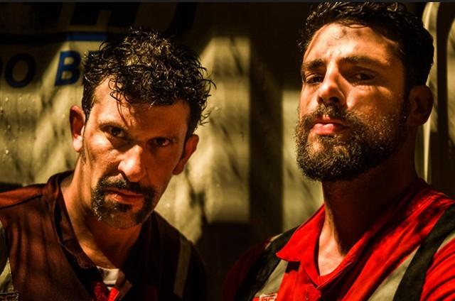 Milhem Cortaz e Cauã Reymond em 'Ilha de ferro' (Foto: TV Globo)