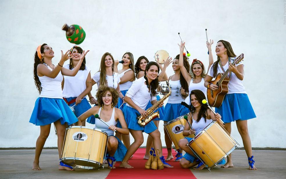 Grupo de mulheres percussionistas que dá nome ao bloco Maria Vai Casoutras vai às ruas do DF neste domingo (12) — Foto: Rafael Facundo/Divulgação
