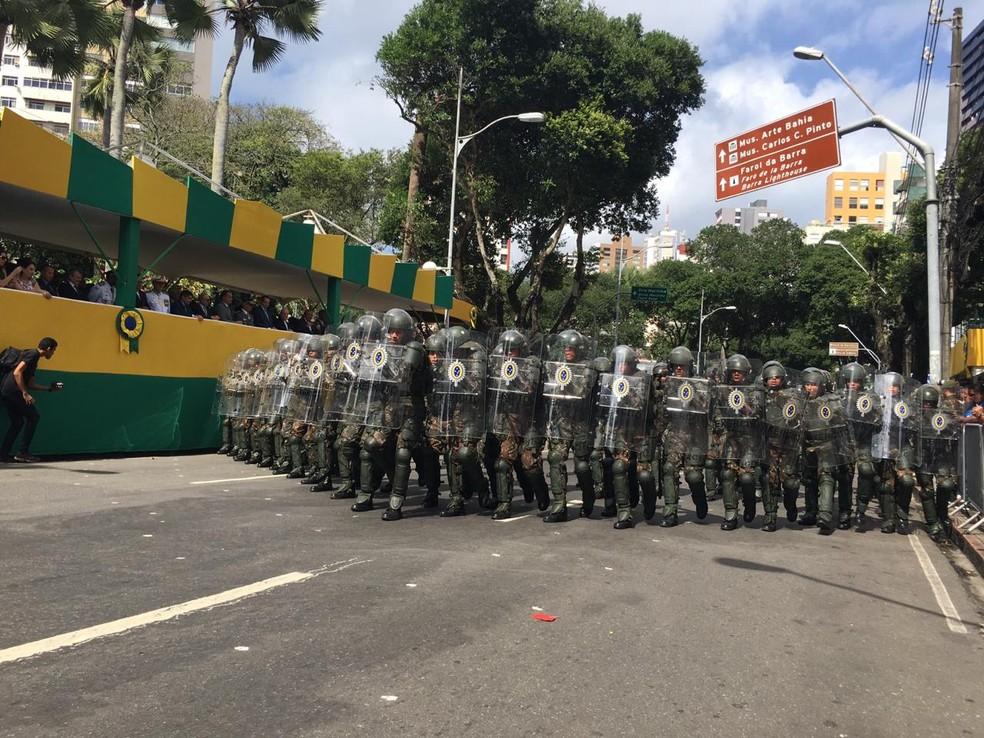 Tropa do Exército durante desfile do 7 de setembro em Salvador — Foto: João Souza/ G1