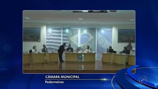 Câmara investiga prefeito de Pederneiras por pagar grupo para rebater críticas na web