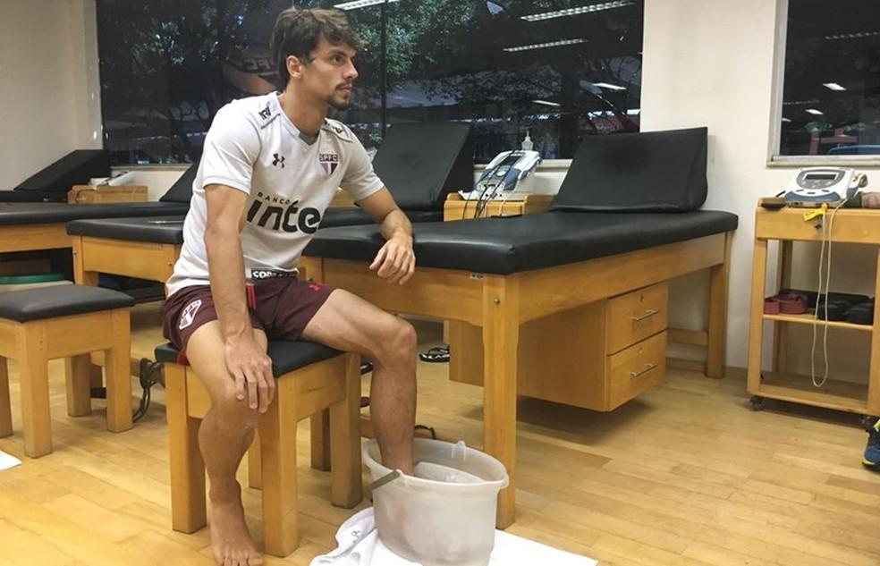 Rodrigo Caio se recupera de uma lesão no pé esquerdo (Foto:  Juca Pacheco / saopaulofc.net)