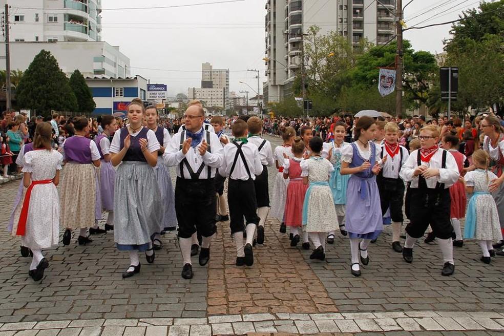O Encontro Nacional de Grupos Folclóricos Germânicos foi criado pela Associação Cultural Gramado — Foto: Daiane de Souza