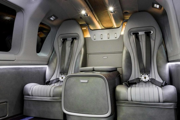 A opção de interior da Mercedes humilha no luxo, mas aumenta peso e diminui autonomia (Foto: Divulgação)
