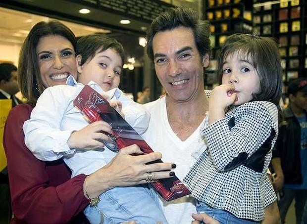 Janine e a família (Foto: Divulgação)