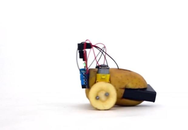 O robô que pode ser montado com uma batata (Foto: via BBC)