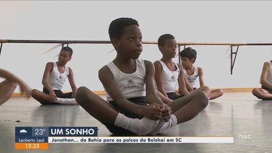 Garoto baiano que nunca fez aula de balé e passou em seletiva começa 1ª semana na escola Bolshoi em SC