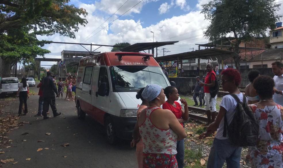 Samu foi acionada para socorrer feridos — Foto: Camila Oliveira/TV Bahia
