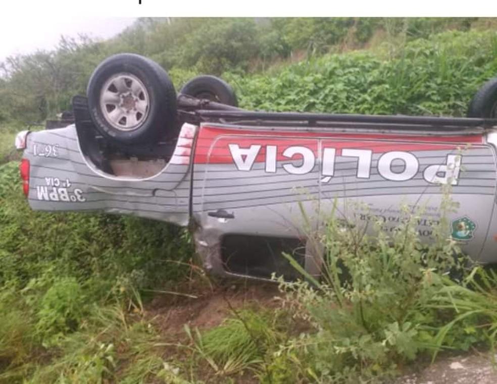 A capotagem ocorreu manhã desta quarta-feira (13), no km 130 da BR-222, em Itapajé. — Foto: Reprodução/WhatsApp
