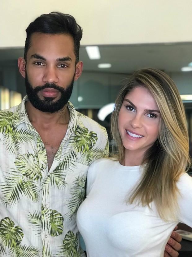 Bárbara Evans e o cabeleireiro Alexandre Silvestre (Foto: Divulgação)