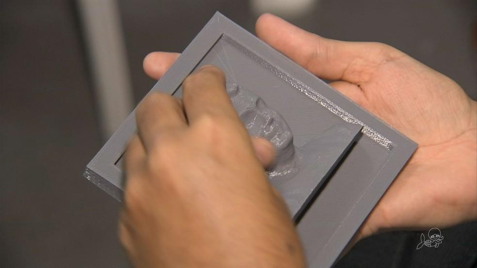 Com o tato, deficientes visuais podem 'ver' parentes e pessoas queridas (Foto: TV Verdes Mares/Reprodução)