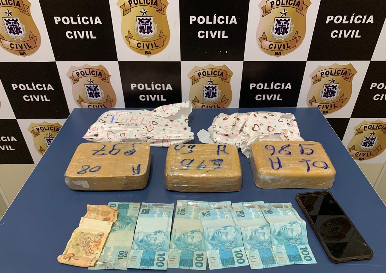 Mulher é presa ao tentar enviar 3 kg de pasta base de cocaína por meio de transportadora na Bahia