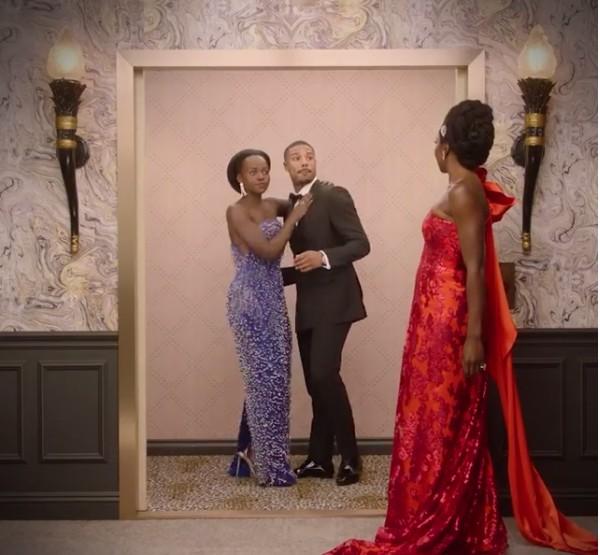A atriz Lupita Nyong'o e o ator Michael B. Jordan no quadro do Globo de Ouro no qual são flagrados por Danai Gurira enquanto trocam um beijo dentro de um elevador (Foto: Instagram)
