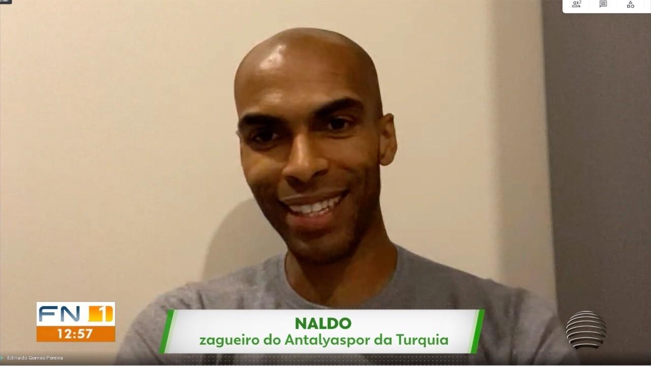 Zagueiro Naldo se realiza em 9 anos de Europa e mira 'cereja do bolo'
