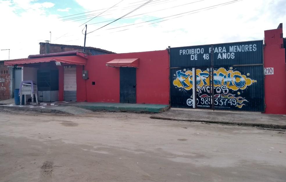 """""""Forró do Gago"""", no Bairro Cajazeiras, em Fortaleza. (Foto: Cinthia Freitas/G1CE)"""