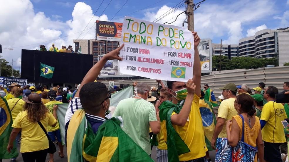 Manifestantes em ato em Maceió — Foto: Josualdo Moura/TV Gazeta