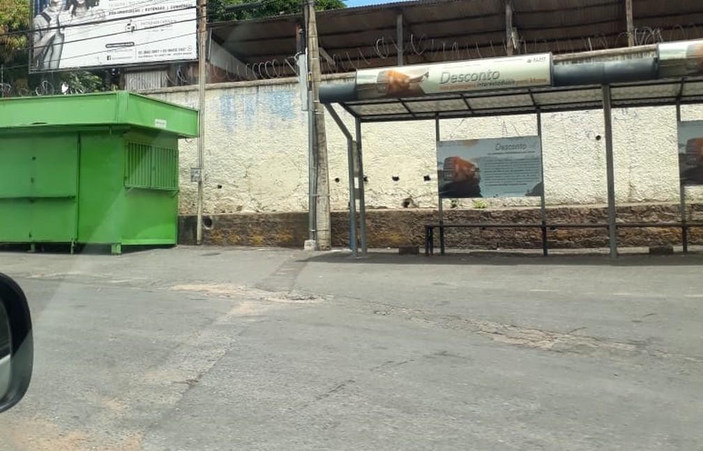 Alguns pontos de ônibus ficaram vazios com a suspensão parcial do transporte público — Foto: Meire Moraes/Arquivo pessoal