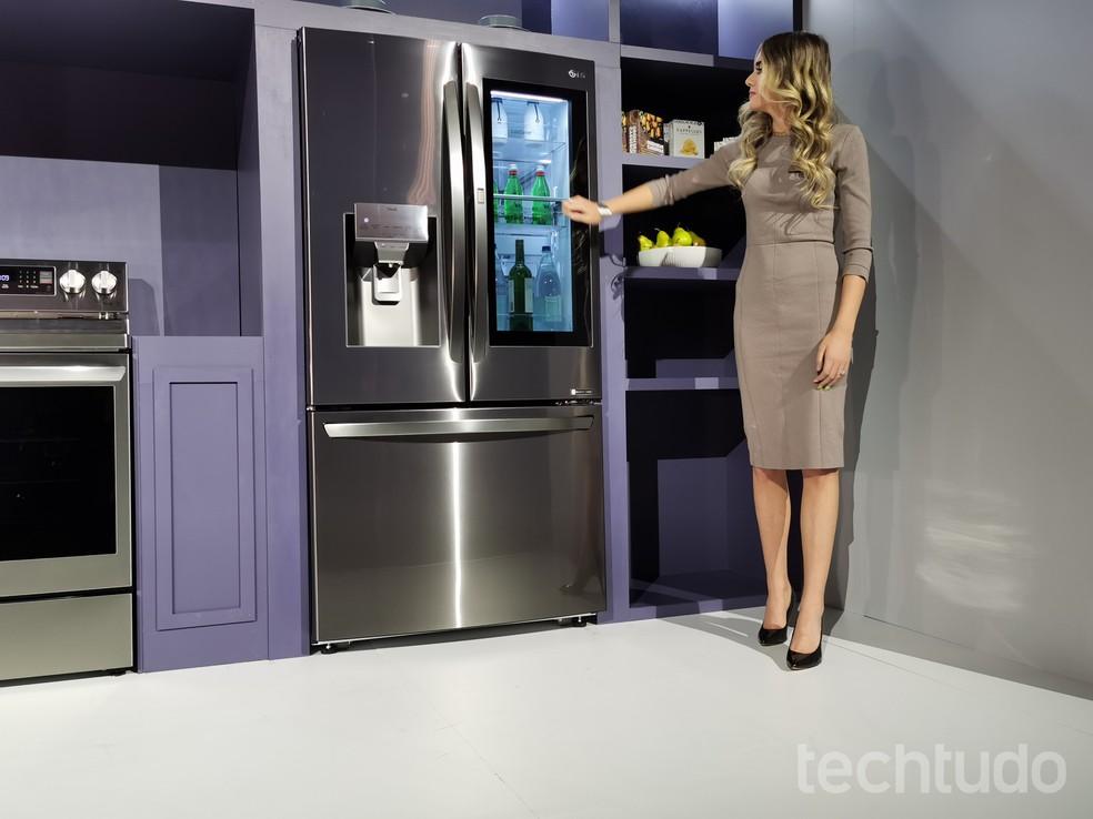 Marcas como a LG e Samsung já apresentam geladeiras smart no mercado — Foto: Aline Batista/TechTudo