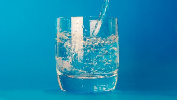 Água - copo de água - descanso - bem estar - refresco - vida - sossego (Foto: Pexels)