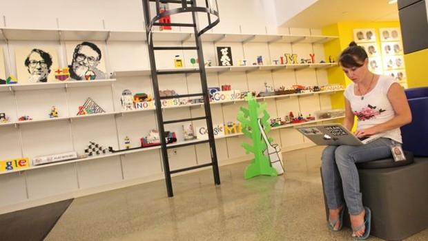 A sede do Google em Nova York tem uma sessão só de Lego em seu quarto andar (Foto: Getty Images via BBC)