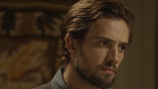 Felipe fica furioso com postura de Melissa diante de Roberto