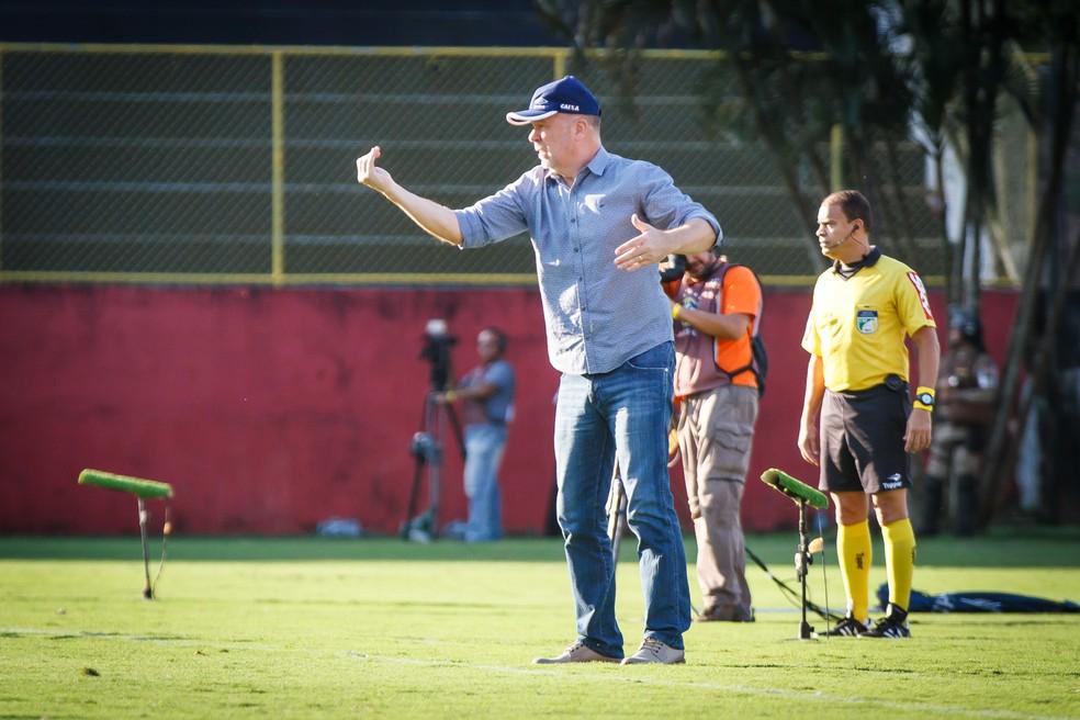 08362eed34 ... Mano Menezes destaca postura da equipe reserva contra o Vitória — Foto   Vinnicius Silva