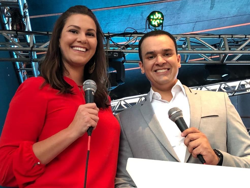Festa em comemoração ao Natal foi conduzida pelos jornalistas Nilessa Tait e Fernando Daguano — Foto: Heloísa Casonato/G1