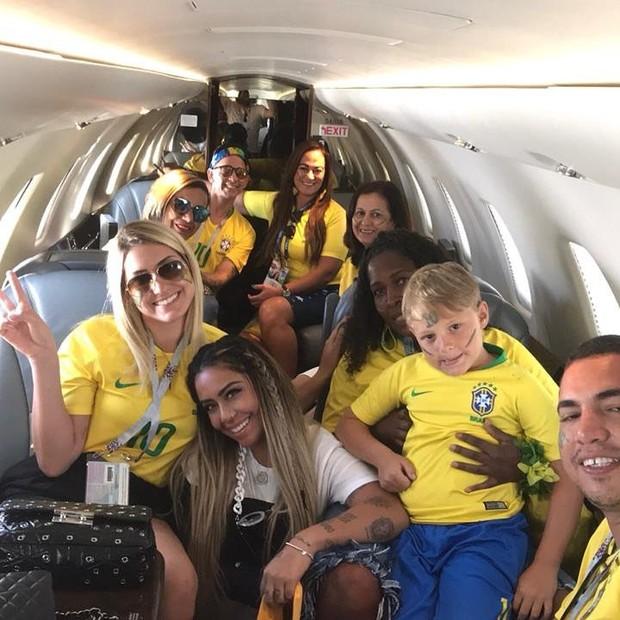 Amigos e familiares de Neymar indo para Samara (Foto: Reprodução/Instagram)