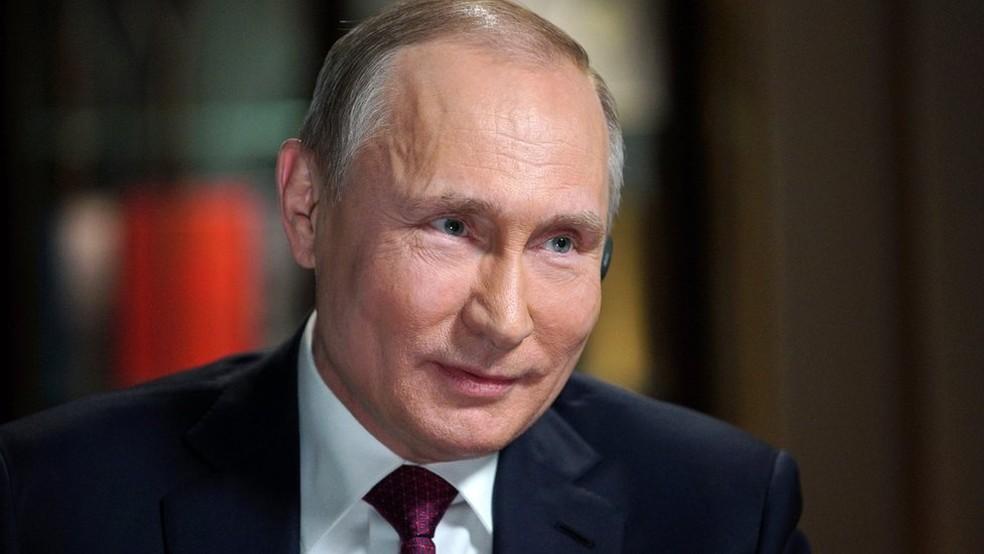 Vladimir Putin, que deve ser reeleito este mês, foi entrevistado em um documentário de duas horas (Foto: Reuters)