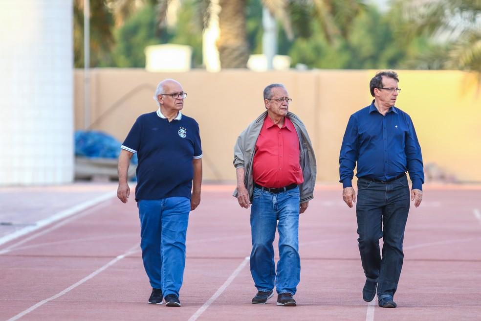 Presidente Romildo, diretor Saul Berdichevski e vice de futebol Odorico Roman buscam reforços (Foto: Lucas Uebel/Grêmio)