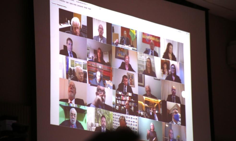 Cerimônia foi transmitida através de redes sociais para evitar aglomerações — Foto: TJMT