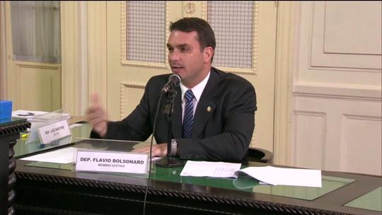 PMs investigados no caso Marielle foram homenageados por Flávio Bolsonaro