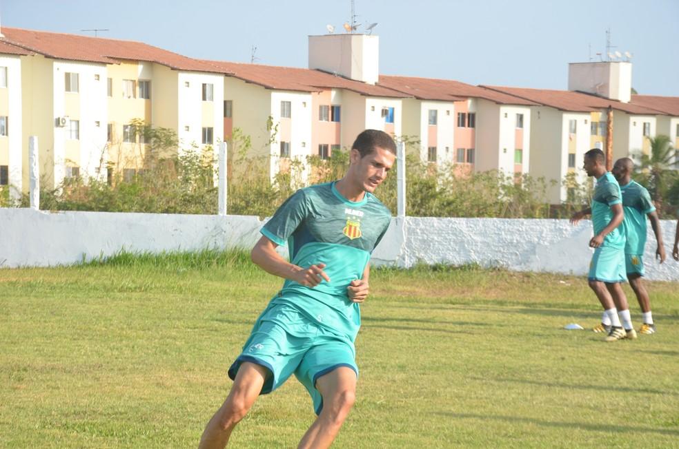 Zagueiro Joécio se recuperou e deve voltar ao time titular (Foto: Sampaio / Divulgação)
