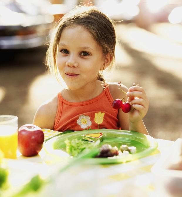 crian�a; comida; alimenta��o; frutas; suco (Foto: Thinkstock)