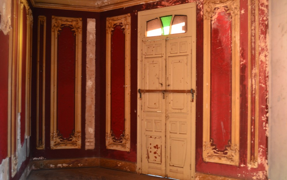 Visitas íntimas da família eram recebidas na sala bordô do palacete em Ribeirão Preto, SP — Foto: Werlon Cesar/G1
