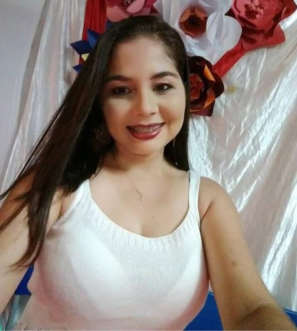 Professora foi morta com mais de 20 facadas no litoral do Piauí (Foto: Reprodução/Facebook)