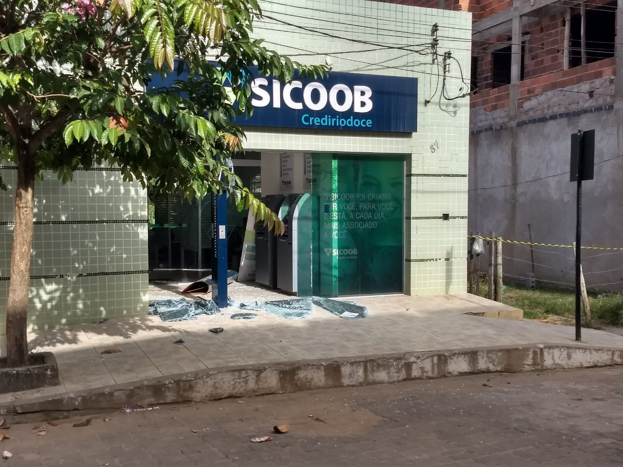 Bandidos explodem duas agências bancárias e loja de eletrônicos em Sardoá - Noticias