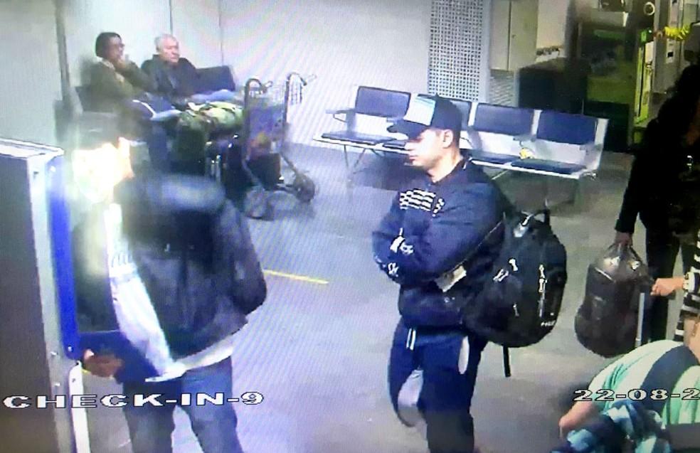 Ailton Basilio foi flagrado no aeroporto (Foto: Divulgação / Polícia Civil)