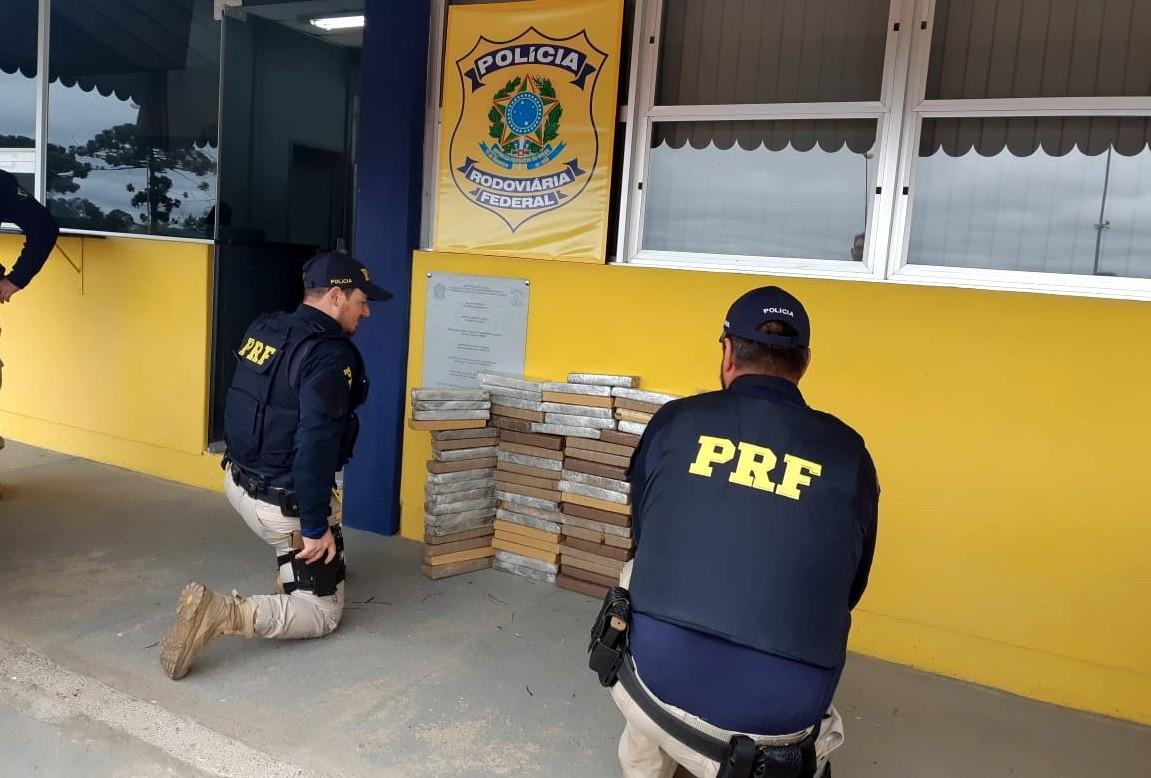 PRF apreende 67 quilos de maconha em carro com registro de furto, em Mafra - Notícias - Plantão Diário