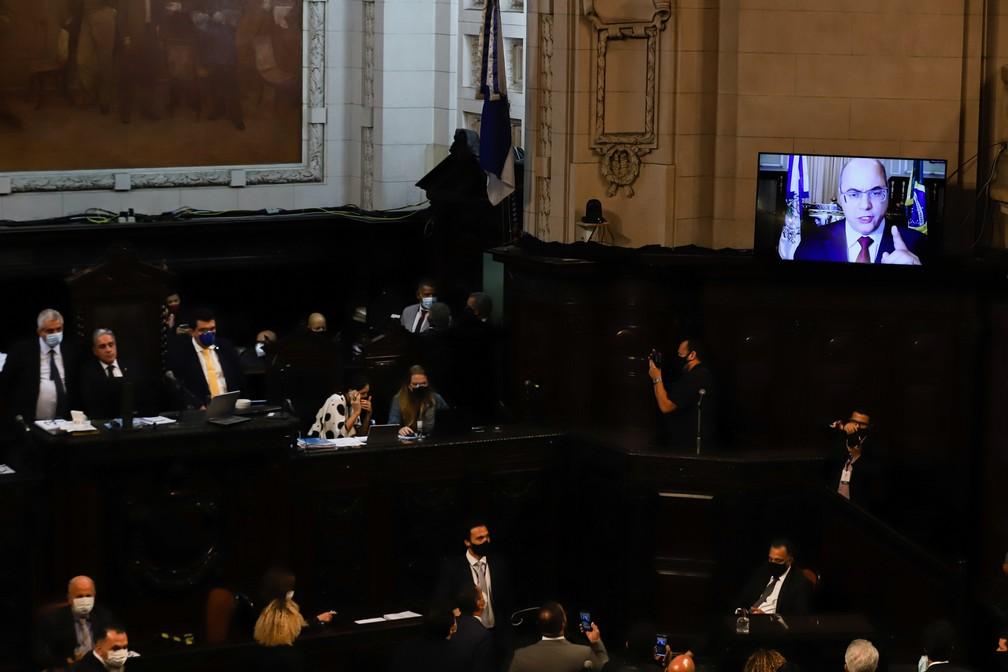 Wilson Witzel se defende do processo de impeachment durante sessão na Alerj — Foto: ANDRE MELO ANDRADE/MYPHOTO PRESS/ESTADÃO CONTEÚDO