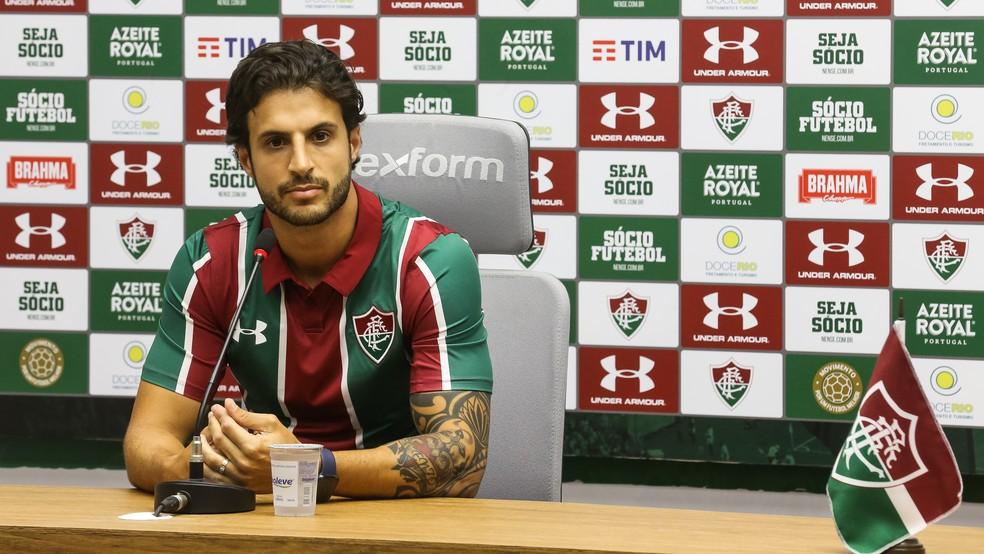Hudson em apresentado pelo Fluminense — Foto: LUCAS MERÇON/ FLUMINENSE FC