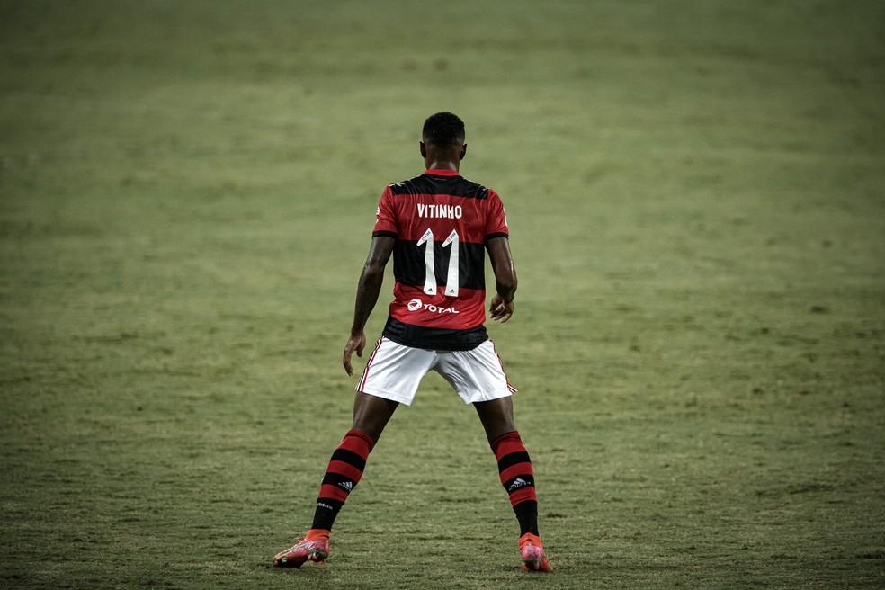 Vitinho avalia o passado por futuro feliz no Flamengo