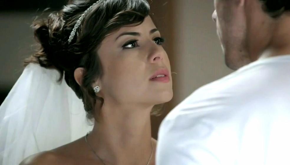 Maria Clara (Andréia Horta) despreza Enrico (Joaquim Lopes) após ele desistir do casamento - 'Império' — Foto: Globo