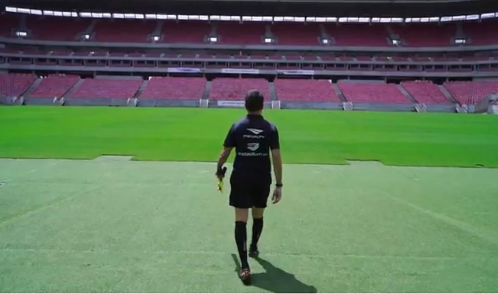 479 integram o quadro nacional da Confederação Brasileira de Futebol e receberão auxílio financeiro — Foto: Reprodução TV Globo