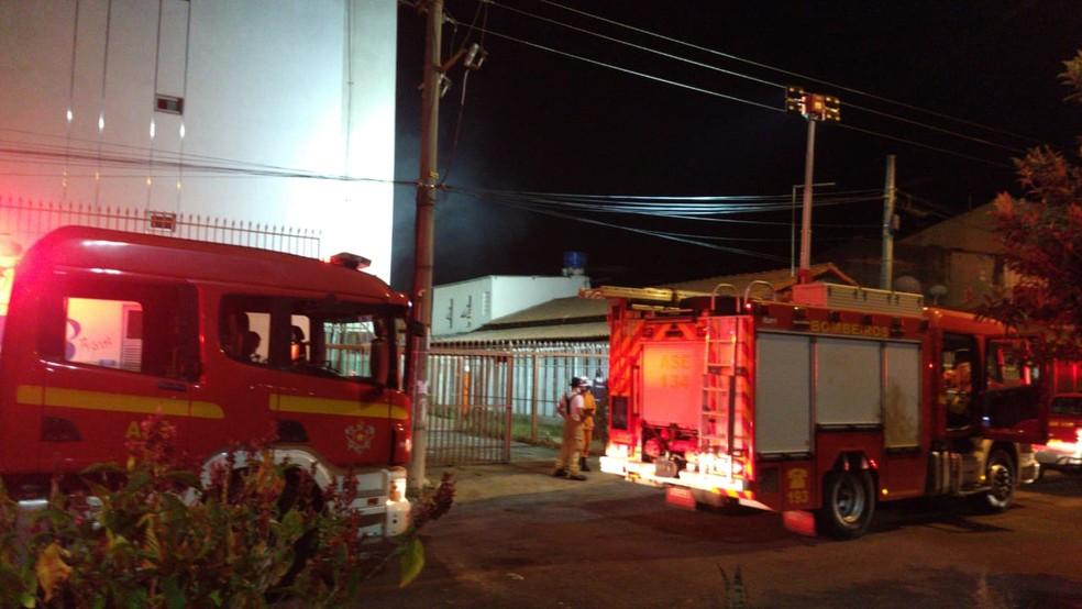 Incêndio atinge três apartamentos no Guará — Foto: CBMDF/ Divulgação