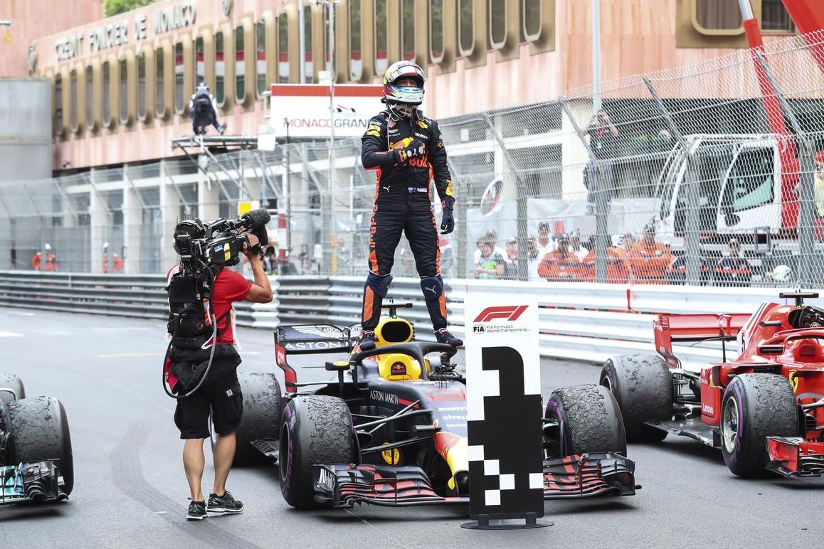 Ricciardo conseguiu suportar os ataques Vettel e venceu em Mônaco (Foto: Divulgação)